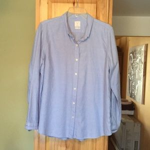 Gap women's light blue button down shirt